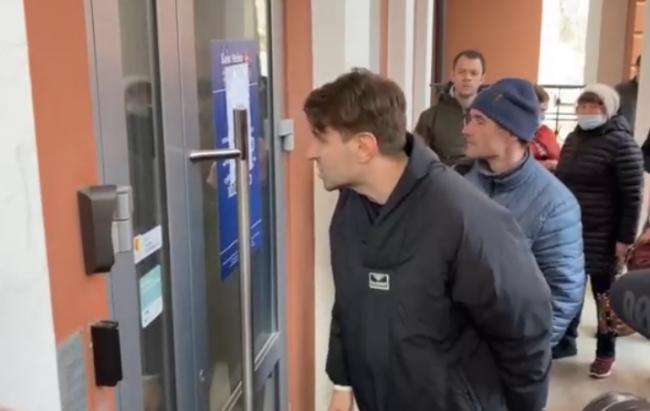 В Екатеринбурге вкладчики начали штурм банка