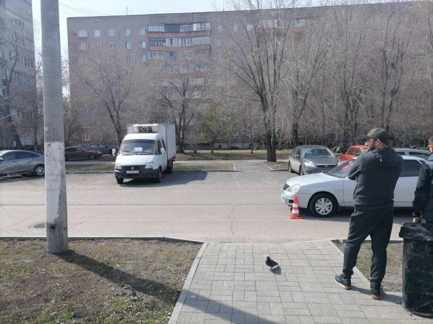 В Магнитогорске ребенок выбежал на проезжую часть и попал под машину