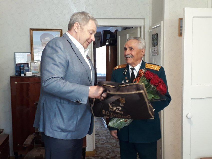 Депутат Госдумы Виталий Бахметьев подарит ветерану ВОВ квартиру