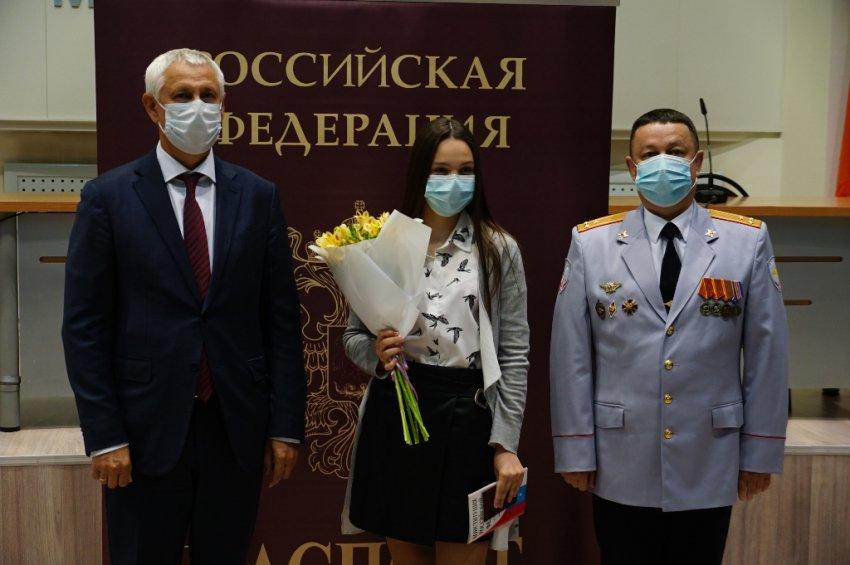 Получили паспорт ко Дню России