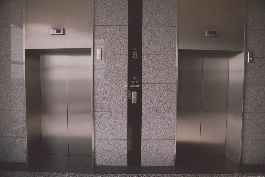 В Магнитогорске продолжается замена лифтов