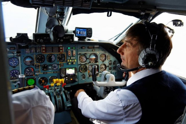 Самолёт Ан-28 совершил жёсткую посадку из-за отказа двигателя