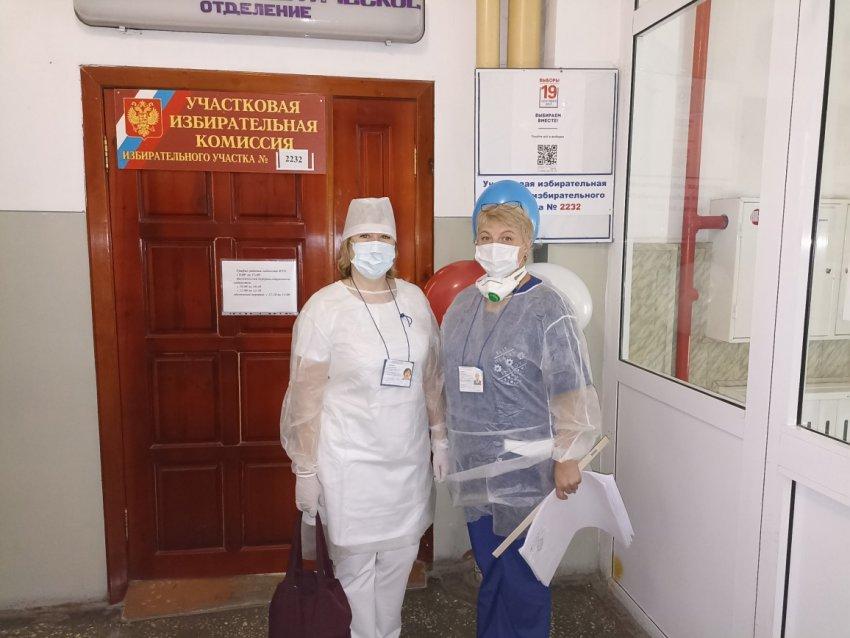 Пациенты голосуют в палатах, врачи на рабочих местах